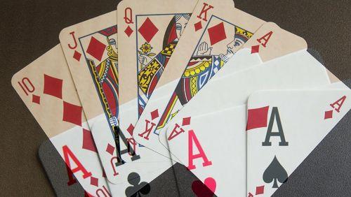 WSOP Gold: Royal Flush mengalahkan Quad Aces di Sungai