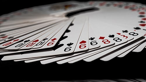 Bagaimana bermain Remi dapat meningkatkan permainan poker Anda